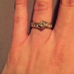Gorgeous Leo diamond ring